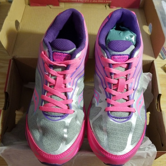 ff2559bbbb Girls Saucony Kinvara 4 girls 4M running shoe NWT